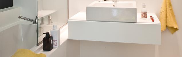 Aranżacje małych łazienek: triki. Mała łazienka w bieli
