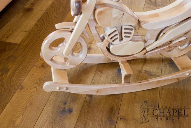 Drewniana podłoga w pokoju dziecięcym