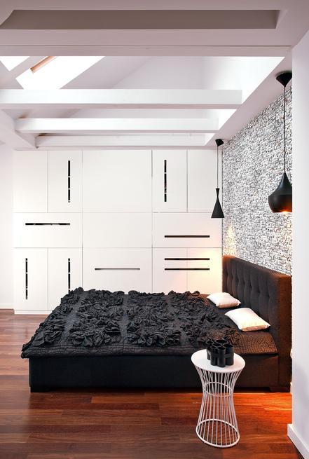 Nowoczesna sypialnia. Sypialnia na poddaszu
