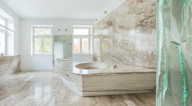 Kamień W łazience Jasna Marmurowa łazienka