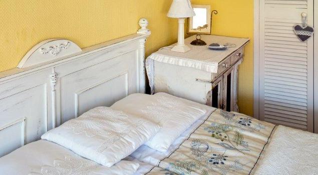 Mała sypialnia. Aranżacja sypialni w rustykalnym stylu